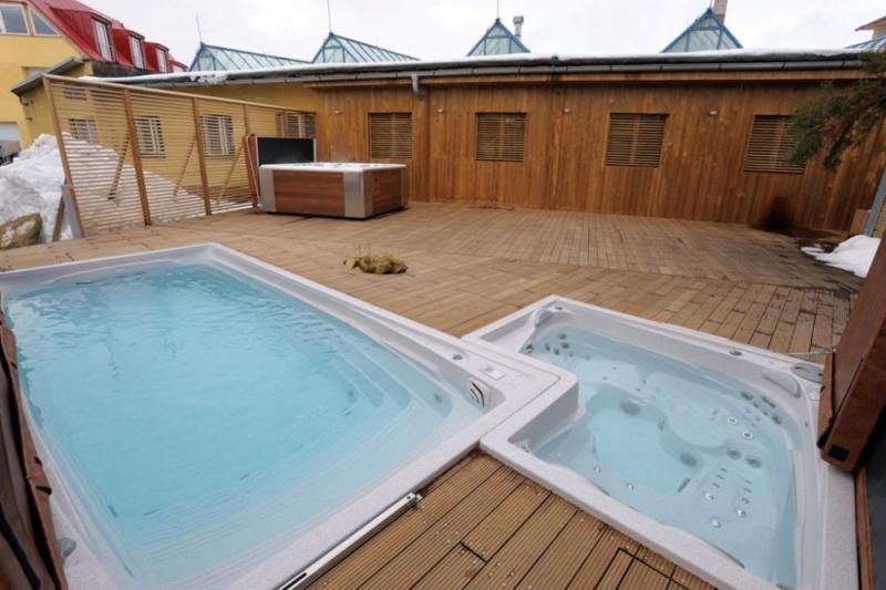 wellness plavalni masazni bazen swim spa protitok masaza remax (2)