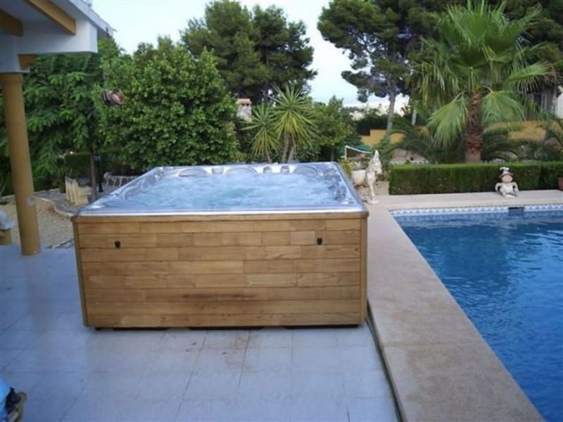 wellness masazni bazeni prostostojeci skimer preliv remax (3)
