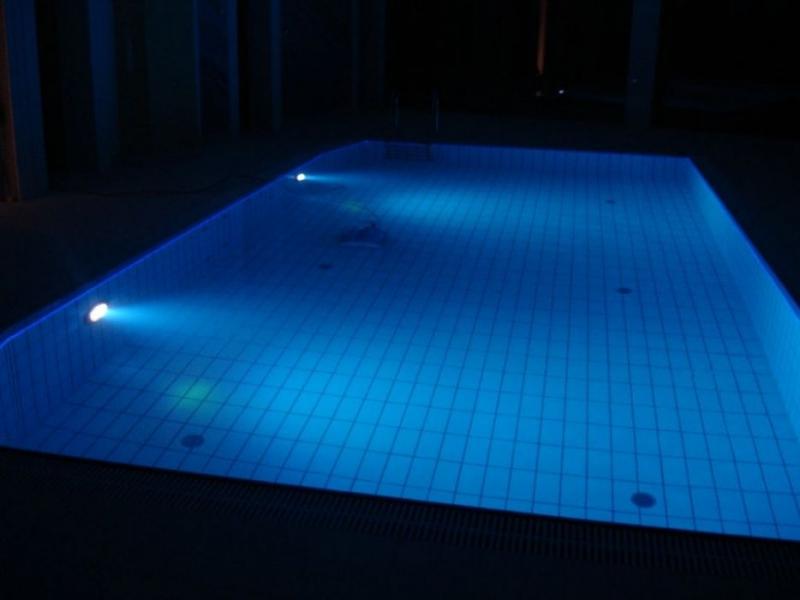 bazeni osvetlitev razsvetljava kombinacija LED RGB in opticnih vlaken remax (10)